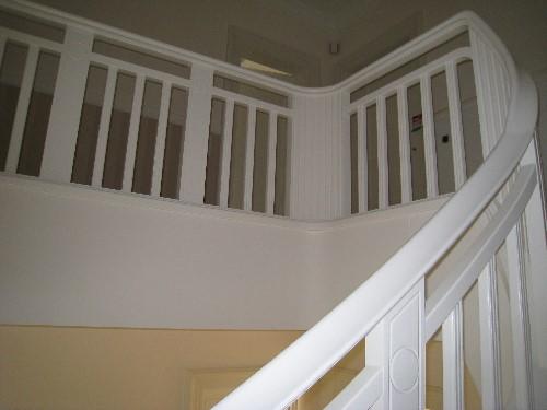 Treppengeländer Holz Geschlossen ~ Villa Schwarzer Geländeranlage Erle weiß entbehandelt nach eigenem